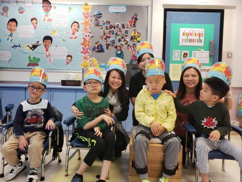 本校響應香港兒童妤緩學會於2018年10月12日舉行的全城「帽」起行動,全校師生戴上宣傳學會的帽子拍照並向家長、訪客介紹該會的服務、推動籌款。